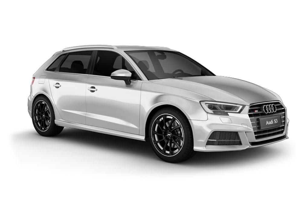 Silberner Audi S3 vor dem Fahrzeugtuning