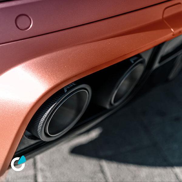 Mercedes AMG Tuning Concept Metallic Pastell von SCEND Tuning mit oranger Lackierung oder Folgerung und Auspuffanlage
