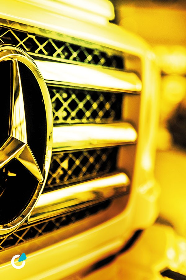 Mercedes G Klasse Tuning Konzept Golden Rocket von SCEND Tuning, Ansicht Front Exterieur mit Frontgrillrahmen und vergoldetem Mercedes-Benz Stern